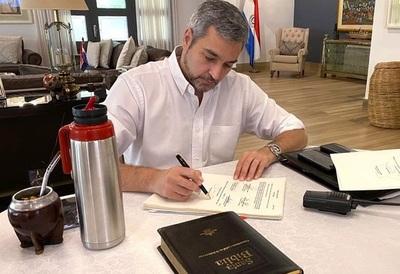 Presidente firma promulgación de la Ley de Emergencia Económica