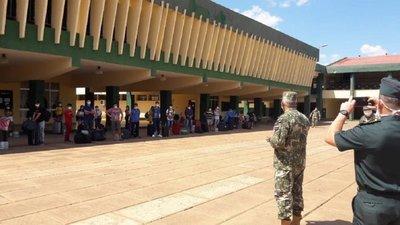 Paraguayos que llegan del exterior cumplirán cuarentena en unidades militares