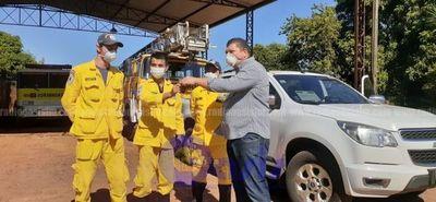 Bomberos amarillo de Pedro Juan reciben la donación una camioneta y combustible