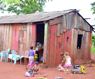 Hambre y hacinamiento en asentamientos de Alto Paraná