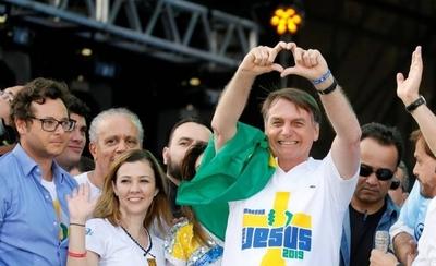 HOY / Bolsonaro decreta que las actividades religiosas deben funcionar pese al coronavirus