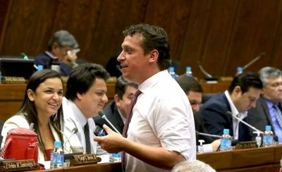 HOY / Plantearán recortar 20 % del salario de legisladores, ministros y otros