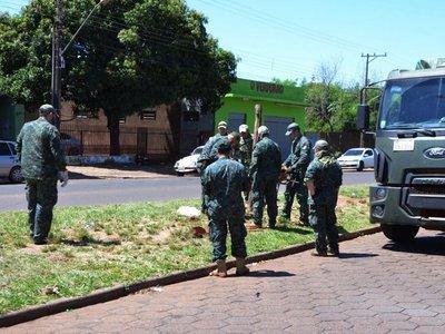 Los militares alambran frontera para aislar al Brasil por temor al Covid-19
