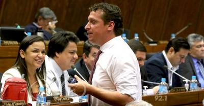 Plantearán recortar 20 % del salario de legisladores, ministros y otros