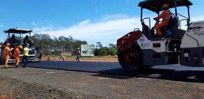 Duplicación de la ruta 2 avanza con los primeros metros de carpeta asfáltica