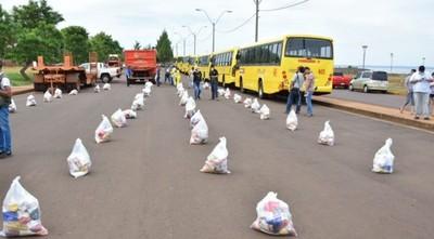 Municipalidad de Encarnación entrega kits de alimentos a sectores vulnerables de la ciudad.