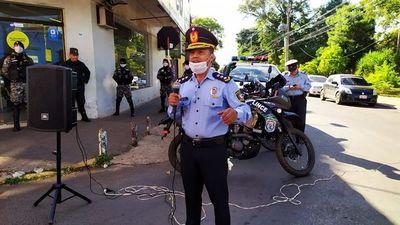 Policías de Villarrica cantan a la ciudadanía por cumplir con la cuarentena