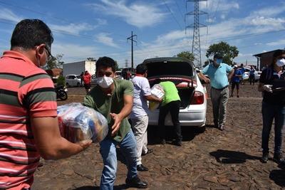 Cámara de Comercio y Servicios y CDE distribuye 1000 cesta básica a taxistas