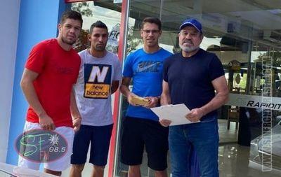 Jugadores de General Díaz reciben ayuda económica