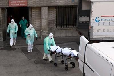 España, con nuevo récord de fallecidos por COVID-19