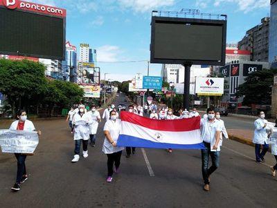 CDE: médicos protestan en el puente y exigen que siga el cierre