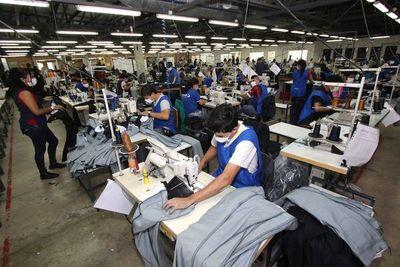"""Confeccionistas exigen que Estado recorte """"sueldos de lujo"""""""