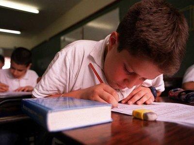 Colegios privados proponen mesa de diálogo tras anuncio del Gobierno