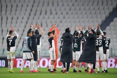 Jugadores de la Juventus aceptan recortar sus salarios por pandemia