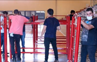 Montan hospital de contingencia en Hernandarias