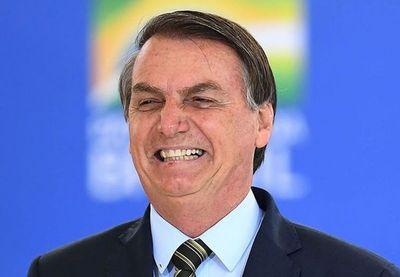 """""""Brasil no puede parar"""": Bolsonaro desafía protocolos anticoronavirus y da un paseo"""