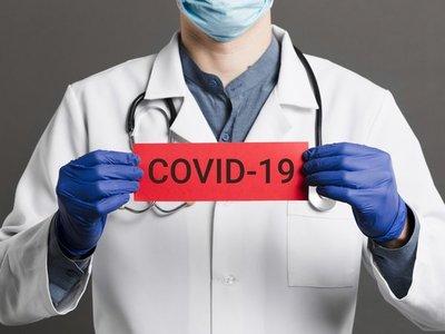 Mayoría de pacientes con Covid-19 tienen entre 50 y 54 años, según Salud