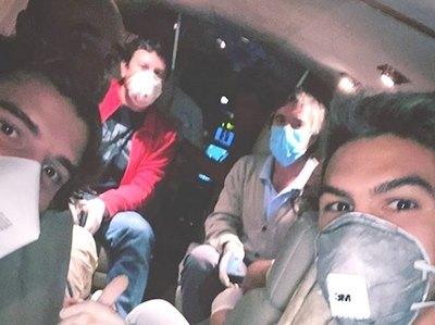 """""""Charrúas"""" alquilaron un avión para volver a su país"""