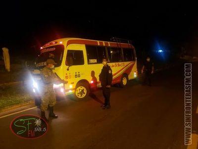 14 pasajeros retenidos en un bus por violación de cuarentena en Horqueta