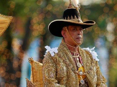 Rey tailandés pasa la cuarentena en Los Alpes con sus 20 esposas