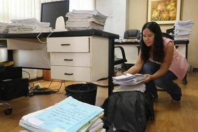 HOY / Jueces retiran expedientes para trabajar desde sus casas