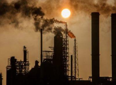 El petróleo cae a su nivel más bajo desde 2002
