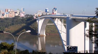 Piden a paraguayos que no lleguen hasta el Puente de la Amistad porque no podrán ingresar al país