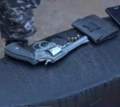 Tres personas heridas con arma de fuego en violento asalto