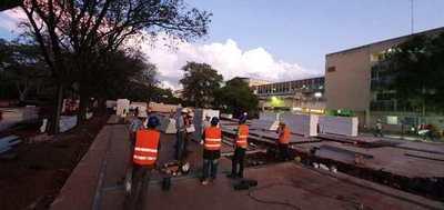 Siguen construcción de hospitales de contingencia