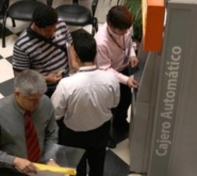 Hacienda devolverá salario recortado a funcionarios públicos
