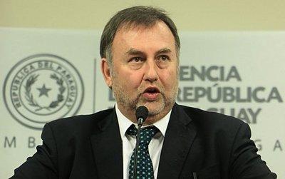 Ministro dice que se confundió y afirma que no devolverán dinero recortado