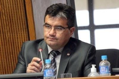 Diputado Acosta pide que reforma del Estado incluya combate a evasión impositiva