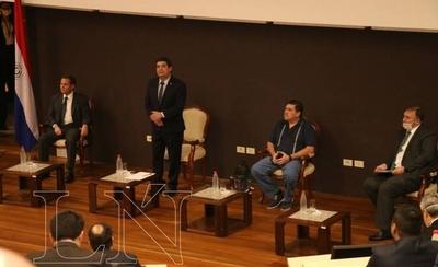 HOY / Dialogo sobre la reforma estructural del Estado entre varios sectores del país