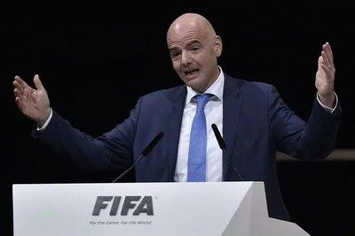 """FIFA confirma """"ayudas"""" al fútbol por los daños del COVID-19"""