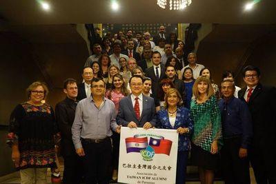 COVID-19: Ex becarios de Taiwán en contra de acuerdo con China Popular para recibir cooperación