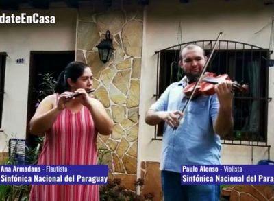 La música de las orquestas continúa desde las casas