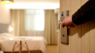 HOY / COVID-19 golpea a hoteles: el 97 % está cerrado y hay despido de personal