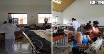 «Todos contra el COVID-19»: Docentes elaboran tapabocas y mamelucos para los héroes de blanco