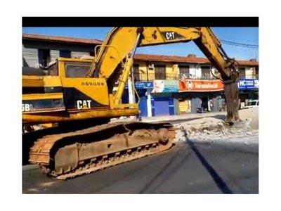 Millonarias obras del fallido Metrobús se reducen en escombros