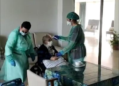 Paciente de 98 años se recupera de coronavirus