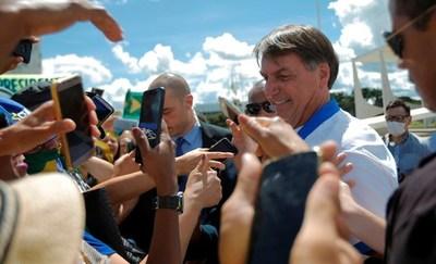 """Prohíben a Bolsonaro hacer campañas contrarias al aislamiento social porque causarían un """"daño irreparable"""""""