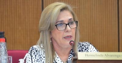 Senadora no considera prudente recortar fondos de municipios