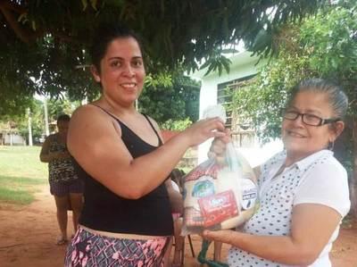 Parroquia inicia distribución de 5 mil kits donados por comerciantes luqueños •