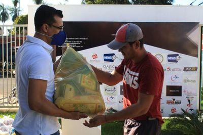 Cámara de Comercio entregó kits de alimentos a vendedores ambulantes