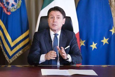 Prohíben a los futbolistas entrenarse en grupo en Italia