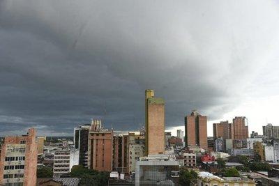 Anuncian tormentas eléctricas e ingreso de frente frío para este jueves