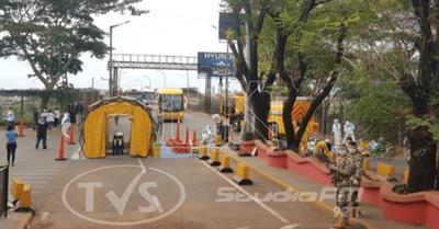 Mil paraguayos quieren retornar al país: algunos esperan en aeropuertos