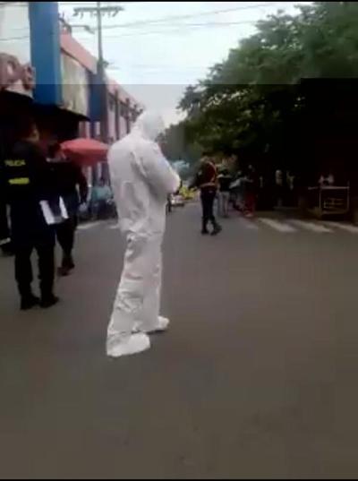 Muerte súbita: El hombre estaba formando fila en un supermercado