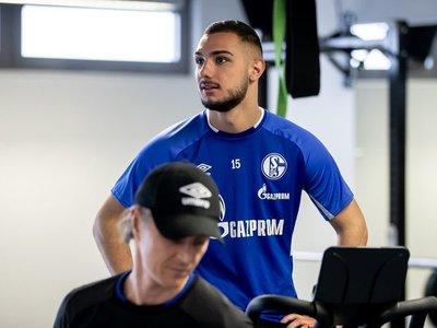 Schalke entrena en formato reducido y con distancias entre jugadores
