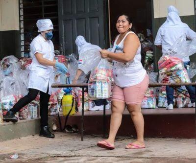 Entregan kits de víveres a alumnos de la Escuela Juan Pablo II